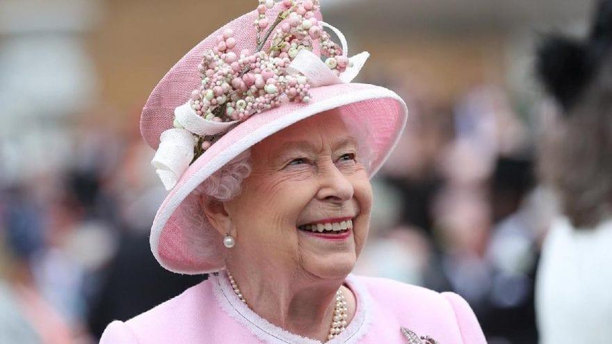 Kraliçe Elizabeth Sosyal Medya Hesaplarını Yönetebilecek Bir Uzman Arıyor-min