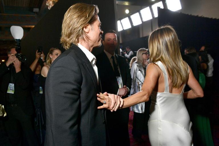 Dün gece düzenlenen 2020 SAG Ödülleri törenine ödüllerini almak için katılan Brad Pitt ve Jennifer Anitson damgasını vurdu!