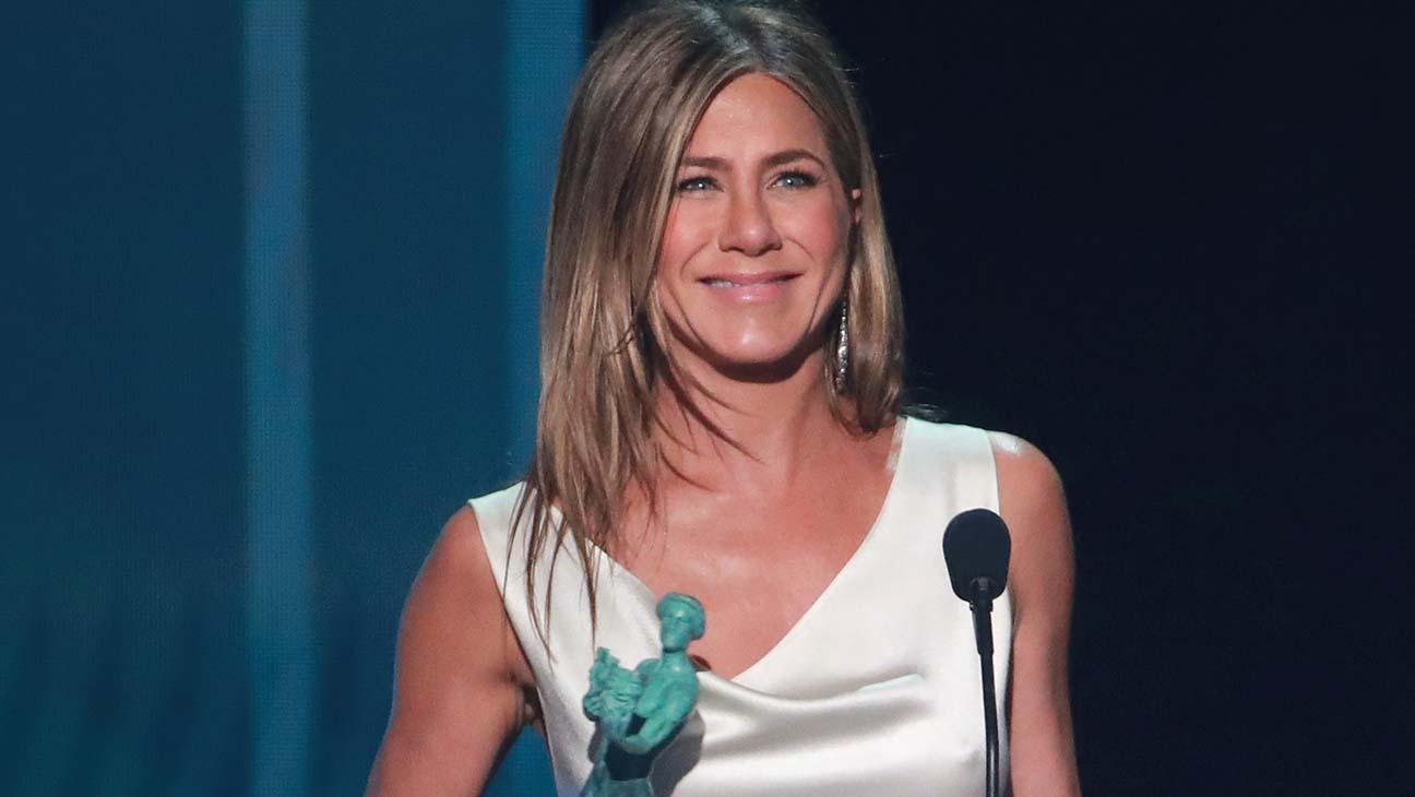 Jennifer Aniston da dizi kategorisinde en iyi kadın oyuncu ödülüne layık görüldü.